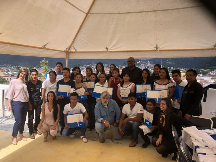 Youth from Mexico receive certificates