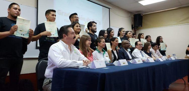 Youth in Tijuana receive certificates